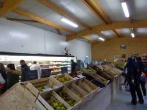 Intérieur du magasin de la ferme de Keroudy